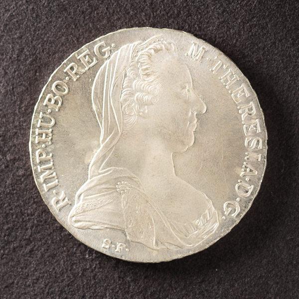 Münze fotografieren mit LED-Seitenlicht und Aufheller