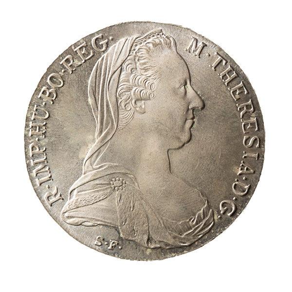 Münze mit Seitenlicht und weiß freigestellt